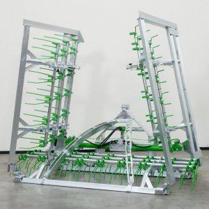 De Zocon Greenkeeper 6m heeft een verzinkt frame, hoekbeveiliging en extra zware scharnierpunten. Neem voor meer informatie contact op met Zonderland Constructie of Zonderland Machinehandel, 0513-714334