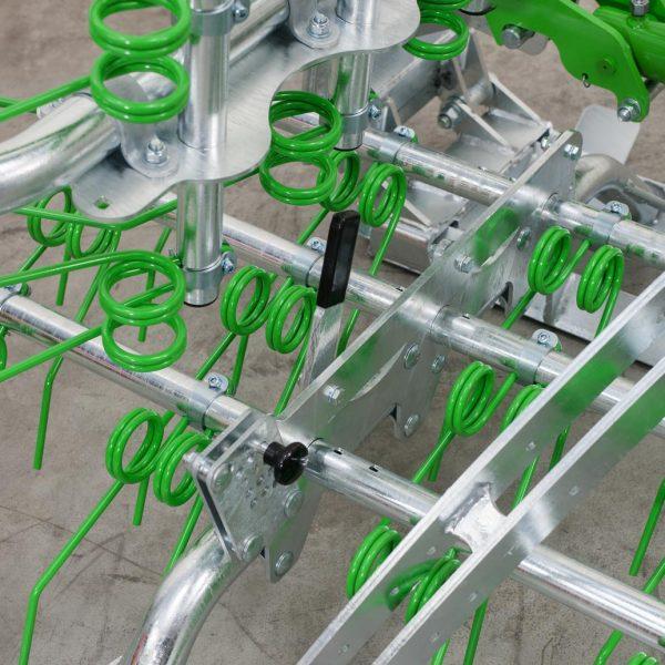 Zocon Greenkeeper 8m met een verzinkt frame en hoekbeveiliging. Leverbaar met verschillende opties zoals traptreden en een frontbok. Voor info bel Zonderland Constructie B.V. 0513-714334